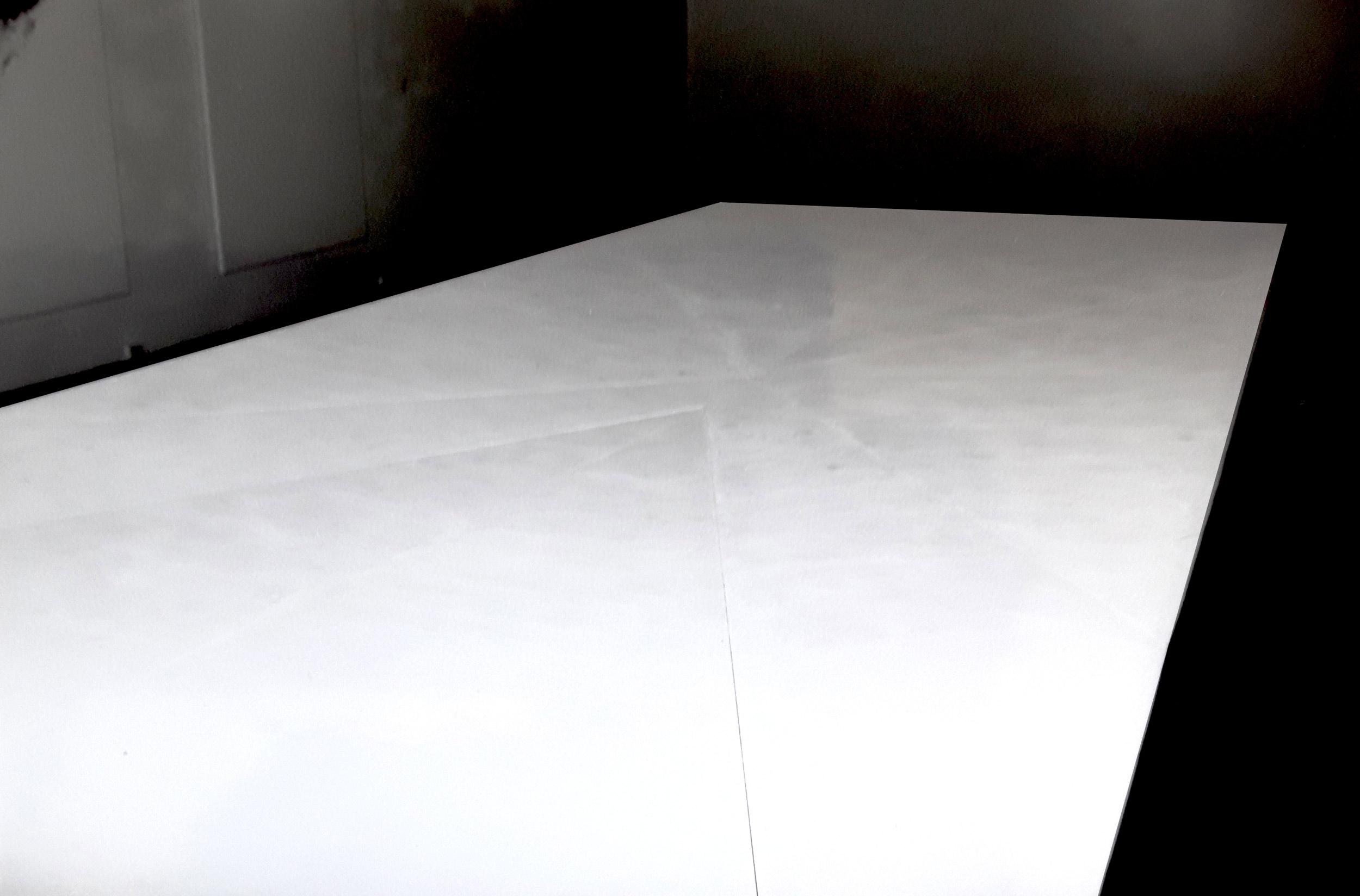 Herwig Steiner (1956L), Stage, Bodenobjekt, Holz, weiß, 10 teilig, ca. 9x4x0,40m, Fészek Galeria, Budapest, 1990