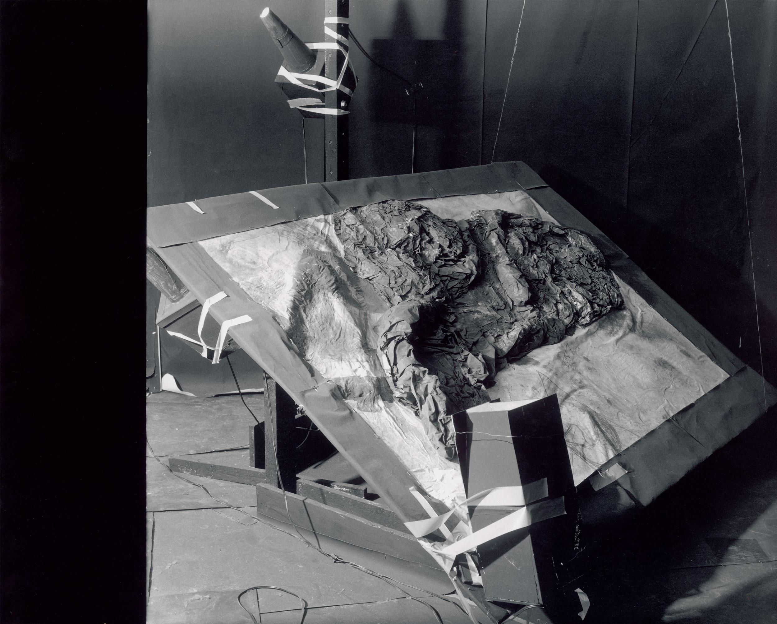 Herwig Steiner (1956L) Theatre of Fading Ideas / Lichtinstallation / (Ausschnitt) / Niederösterreichisches Landesmuseum / Blau-Gelbe Galerie / Wien 1991 Sammlung Niederösterreichisches Landesmuseum. Foto: Walter Ebenhofer